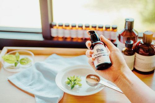 화학성분을 배제한 맞춤 화장품을 보내주는 '먼슬리 코스메틱'. [사진 제공 · 먼슬리 코스메틱]