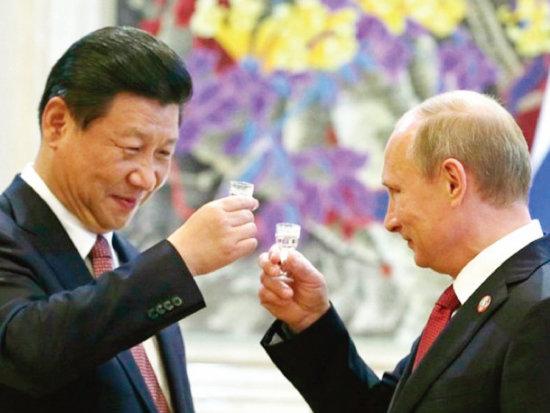 2014년 5월 4000억 달러 규모의 천연가스 공급 계약을 맺을 당시 시진핑 중국 국가주석(왼쪽)과 블라디미르 푸틴 러시아 대통령. [Sputnik]