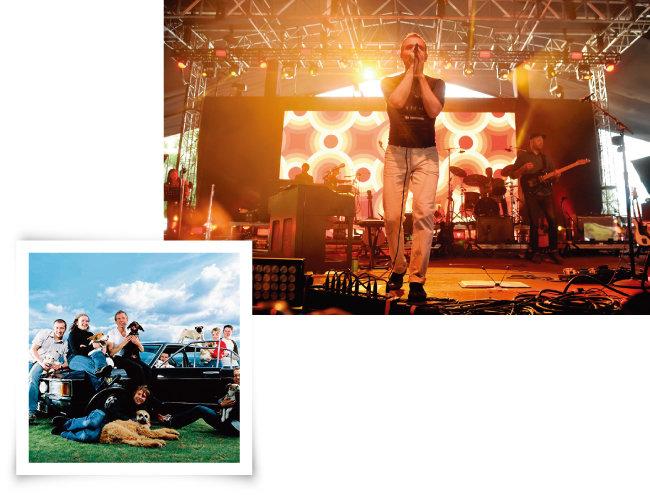 스코틀랜드 밴드 벨 앤 세바스찬의 2017년 뉴욕 공연장면(위)과 'O Come, O Come Emmanuel' 싱글앨범 사진. [GettyImages]