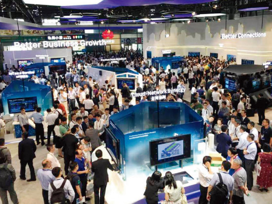 중국은 소프트웨어 엔지니어 수가 매년 8%씩 증가하고 있다. 'MWC(모바일 월드 콩그레스) 상하이 2018'에 참가한 통신장비업체 화웨이의 전시장 전경. [사진 제공 · 화웨이]