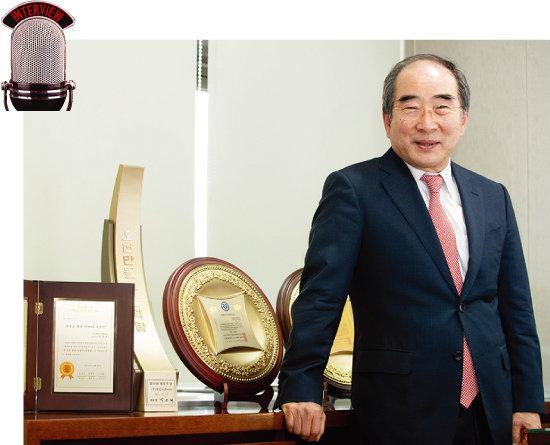 매년 300억원이 넘는 매출을 올리며 탄탄한 기업을 일구고 있는 이정빈 대표. [지호영 기자 f3young@donga.com]