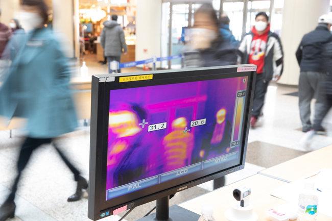 분당서울대병원 입구에 설치된 열영상 감시기