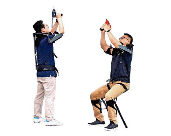 현대·기아자동차는 조끼 형태로 상향 작업을 지원하는 로봇과 작업자의 앉은 자세를 유지하기 위한 무릎관절 보조  로봇을 개발했다. [사진 제공 · 현대자동차그룹]