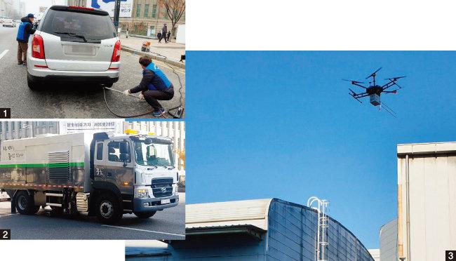 1 서울시 공무원들이 노후한 경유차의 대기 오염물질 배출량을 측정하고 있다. 2 도로에 쌓인 미세먼지를 빨아들이는 분진청소차. 3 미세먼지 농도 측정기를 장착한 드론이 공장 굴뚝 주변을 날아다니며 대기오염물질 배출  실태를 점검하고 있다. [사진 제공 · 서울시]