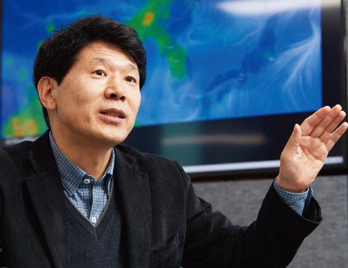 """정수용 서울시 기후환경본부장은 """"미세먼지 문제의 실질적 해결을 위해 총력을 기울이겠다""""고 강조했다. [홍중식 기자]"""