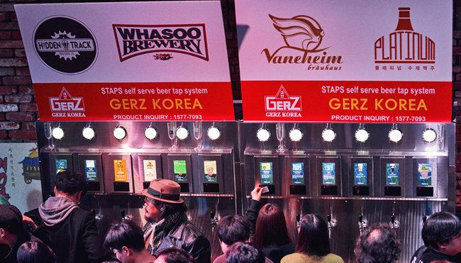12개 맥주업체가 무료로 제공한 수제맥주 80만cc를 제공한 맥주자판기. [캡틴락컴퍼니]