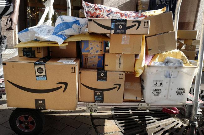 미국 뉴욕의 아마존 프라임 회원이 주문한 택배 상자들. [AP=뉴시스]