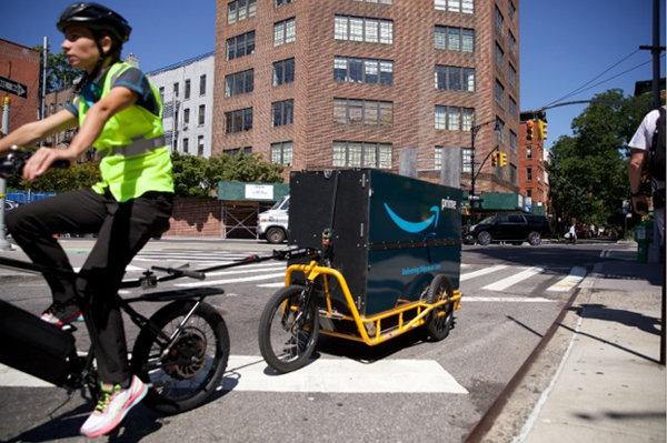 아마존은 뉴욕 도심에서 전기자전거를 활용한 택배 배송을 시범운영하고 있다. [사진 제공·아마존]