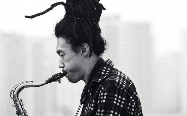 제17회 한국대중음악상에서 올해의 음악인으로 선정된 김오키 [포크라노스]