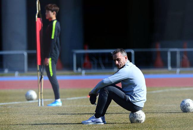 국가대표팀은 시범경기가 전부 취소됐지만, 다친 주축 선수들을 쉬게 할 기회가 생겼다. [동아DB]