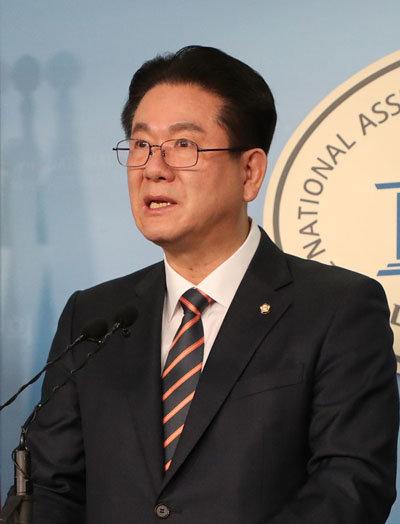 대리 게임 처벌 법안을 발의한 이동섭 의원. [동아DB]