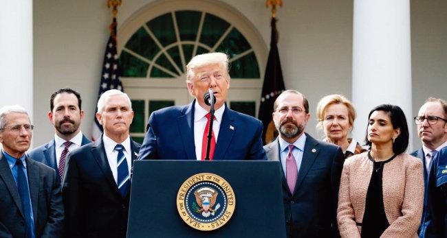 도널드 트럼프 미국 대통령이 코로나19 사태 및 국제유가 하락과 관련해 대책을 밝히고 있다. [백악관]