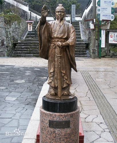 일본 규슈 나가사키 북쪽 히라도섬에 있는 중국계 왜구 왕직(王直)의 동상 [중국 바이두백과]
