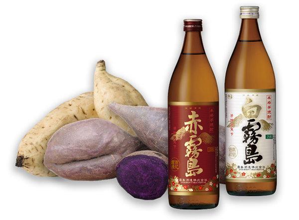 일본 기리시마주조가 고구마소주 제조에 사용하는 자색고구마와 백고구마, 그리고 기리시마주조의 고구마소주 제품들. [사진 출처·키리시마주조]