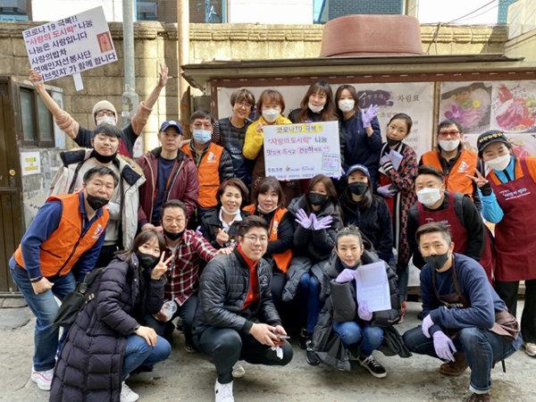 김예분이 이끄는 연예인봉사단 '더브릿지'의 활동 모습. [사진 제공=김예분]