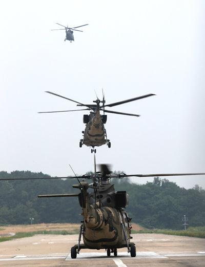 훈련 비행을 위해 수리온 편대가 줄지어 이륙하고 있다.  [신인균 자주국방네트워크 대표]