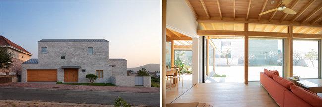 파주K주택(왼쪽). 거실에서 정원을 바라본 풍경. 경사진 지붕 아래 처마와 실내 각서까래 구조를 확인할 수 있다. [사진제공=박영채, 지호영 기자]
