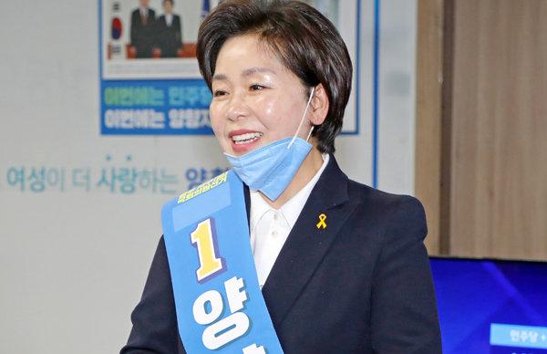 4월 15일 광주 서구을 선거사무소에서 양향자 21대 총선 더불어민주당 후보가 당선이 확실시되자 환하게 웃고 있다. [뉴스1]