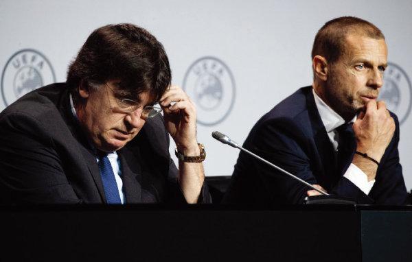 UEFA 챔피언스리그 중단을 발표하는 테오도르 테오도리디스 UEFA 사무총장(왼쪽)과 알렉산데르 체페린 회장. [뉴시스]