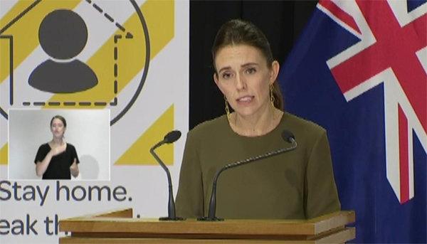 저신다 아던 뉴질랜드 총리가 국민에게 4주간 집에 머물 것을 당부하고 있다. [Newshub]