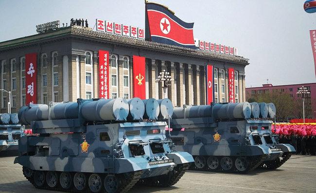 열병식 등장 금성 3호 미사일(KN-19).