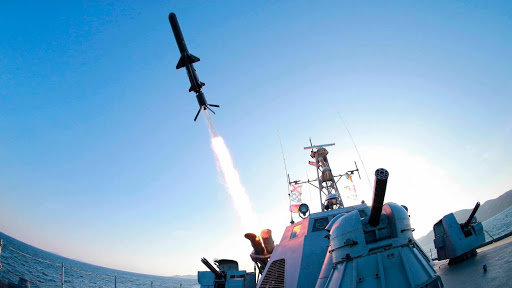 해삼급 미사일 고속정에서 발사되는 금성 3호.