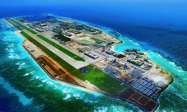 중국이 피어리 크로스 암초의 주변 해역을 메워 군사기지로 만든 인공섬. [중국군망]