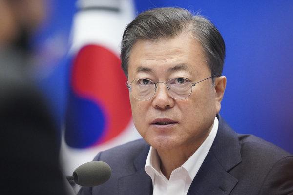 문재인 대통령이 4월22일 청와대에서 열린 제5차 비상경제회의에서 발언하고 있다. [뉴시스]