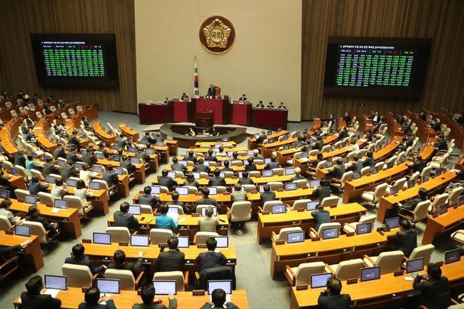 5월 20일 국회 본회의장에서 n번방 재발을 막기 위한 방송통신사업법, 전기통신사업법 및 정보통신망 이용촉진 및 정보보호 등에 관한 법률 개정안이 논의될 예정이다. [동아 db]