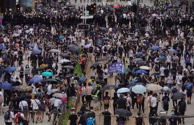 5월24일 중국의 홍콩 국가보안법 제정에 반대하는 홍콩 시민들이 도심에서 시위를 벌이고 있다. [GETTYIMAGES]