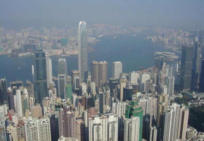 홍콩의 금융 중심지인 센트럴과 빅토리아항. [위키피디아]