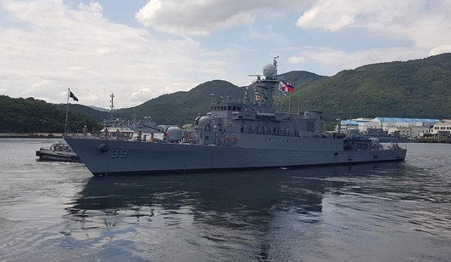 필리핀 해군이 보유하고 있는 가장 강력한 군함은 2016년 한국에서 퇴역한 '충주함'을 받아와 이름을 바꾼 '콘라도 얍(BRP Conrado Yap)'이다.