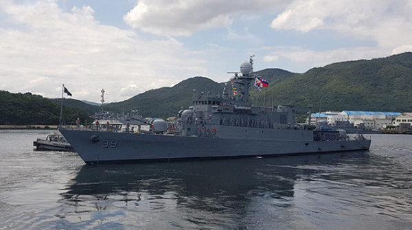 필리핀은 방공호위함으로 우리나라 현대중공업의 2800t급 호위함인 호세 리잘급을 2척 구입한 바 있다.