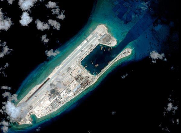 중국은 스프래틀리 군도 일대 환초들을 인공섬으로 만들었다.