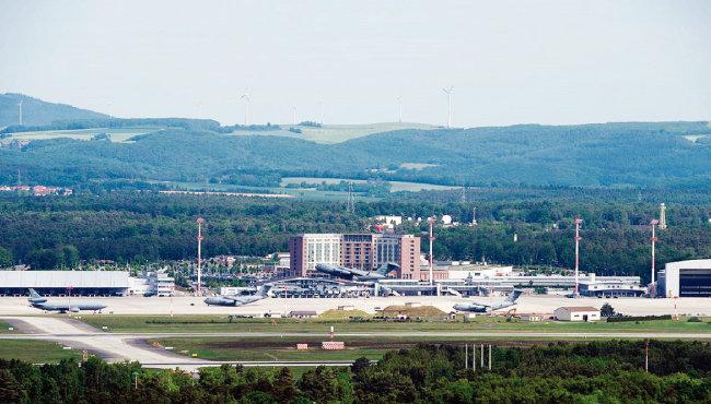 해외 미군 공군기지 가운데 가장 규모가  큰 독일 람슈타인 공군기지. [위키피디아]