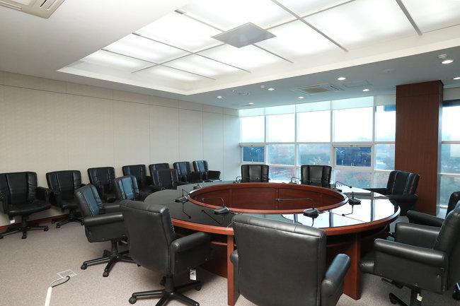 남북연락사무소 2층 회의실.