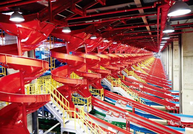 경기 광주 CJ대한통운 곤지암 메가허브터미널에 설치된 자동화물분류기. [사진 제공 · CJ대한통운]