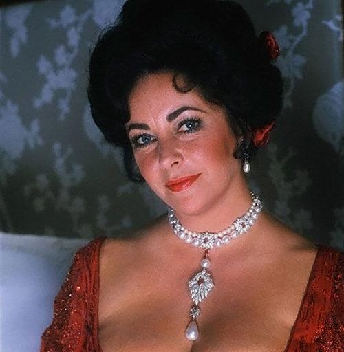 라 페레그리나를 착용한 1972년 엘리자베스 테일러. [Getty images]