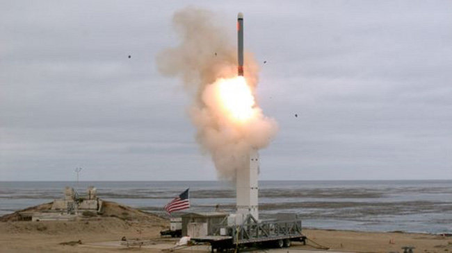 미국이 지난해 8월 18일 중거리순항미사일을 시험발사하고 있다.   [DOD]