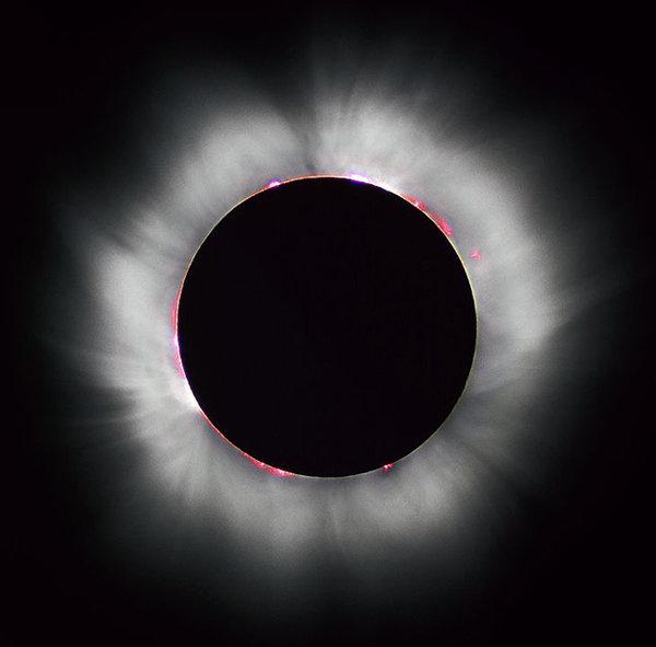 달이 태양을 완전히 가리는 개기일식. [위키피디아]