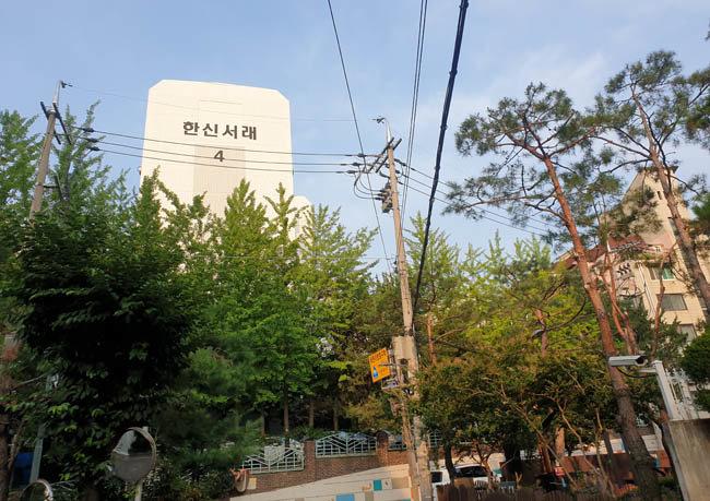 노영민 대통령비서실장이 7월 8일 매각 의사를 밝힌 서울 서초구 반포동 한신서래 아파트. [강지남 기자]