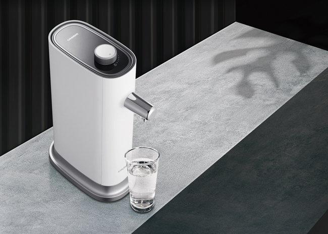 소비자가 직접 필터를 교체해 사용하는 '청호 직수 정수기 컴팩트'.