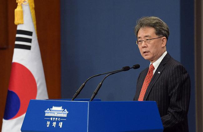 """7월 28일 김현종 국가안보실 제2차장이 """"한미 양국이 미사일 지침을 개정했다""""고 발표하고 있다. [동아db]"""