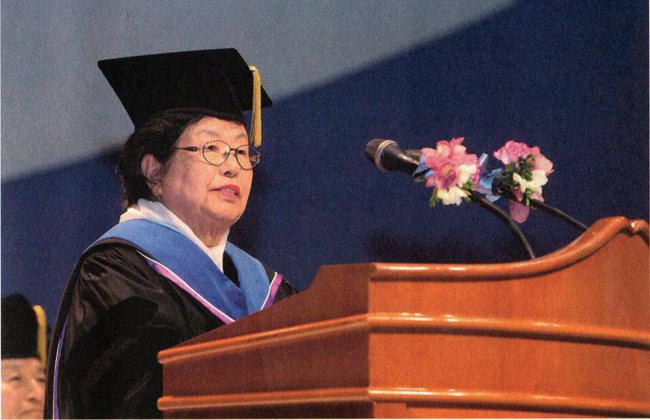 이수영 회장은 2013년 2월 KAIST에서 명예 박사학위를 받았다.