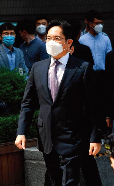 6월 8일 이재용 삼성전자 부회장이 서울 서초구 서울중앙지방법원에서 열린 영장실질심사에 출석하고 있다. [동아DB]