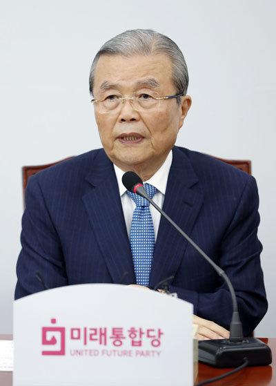 8월 13일 김종인 미래통합당 비상대책위원장이 새로운 정강정책을 발표하고 있다. [뉴시스]