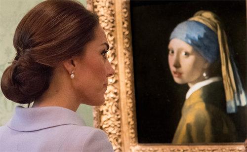 진주 귀걸이를 한 케이트 미들턴 영국 왕세손비. [ARTHUR EDWARDSTHE SUN]