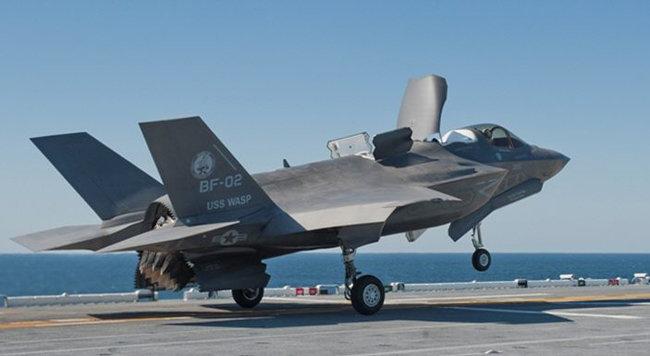우리 군이 도입하려는 경항공모함과 F-35B는 천문학적인 혈세 낭비를 넘어 공군력을 말아먹을 재앙이 될 수 있다는 우려가 나온다. [록히드마틴 홈페이지]