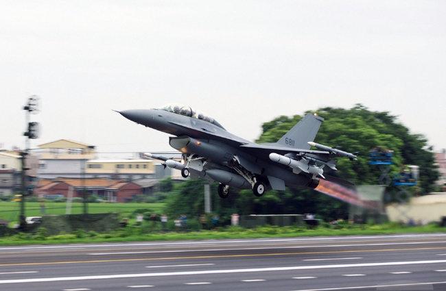 대만 F-16 전투기 발진. [MNA]