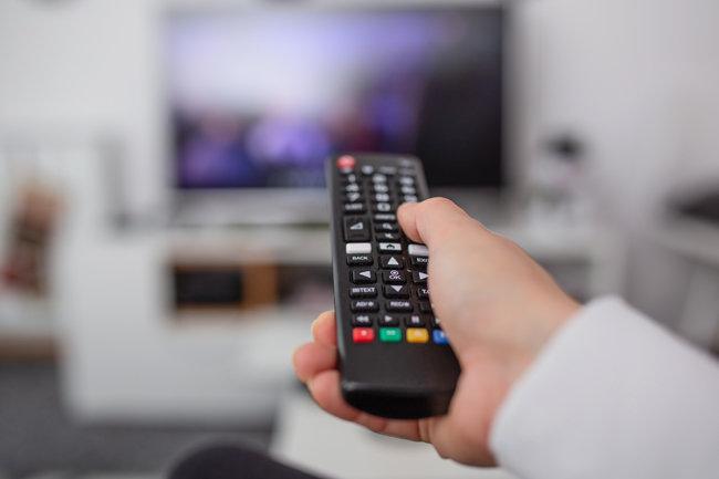 TV를 볼 때마다 스트레스를 받는다면 시청을 줄이거나 피하는 것이 최선이다. [GETTYIMAGES]
